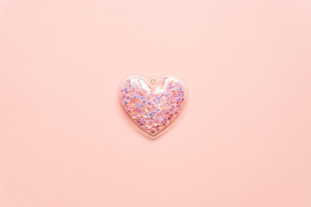 Concept De La Saint-valentin Avec Coeur Rose Sur Fond Clair, Vue De Dessus, Espace De Copie. Photo Premium