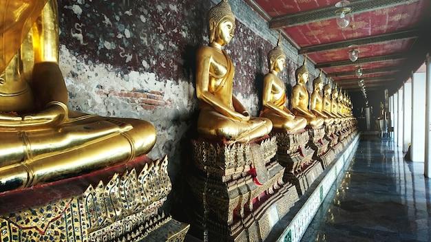 Concept de sculpture de bouddha de style thaïlandais Photo gratuit