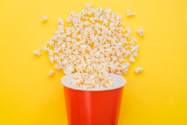 Concept De Seau à Popcorn Photo gratuit