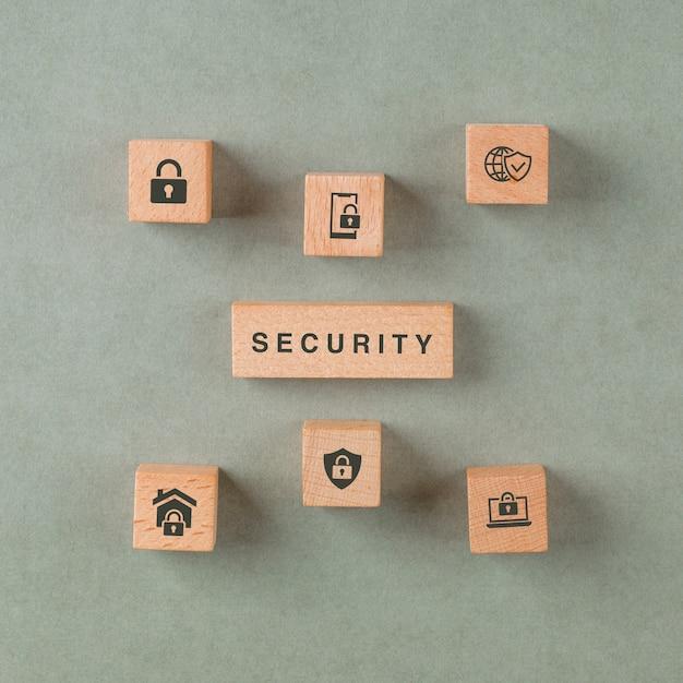 Concept De Sécurité Avec Des Blocs En Bois Avec Des Icônes. Photo gratuit