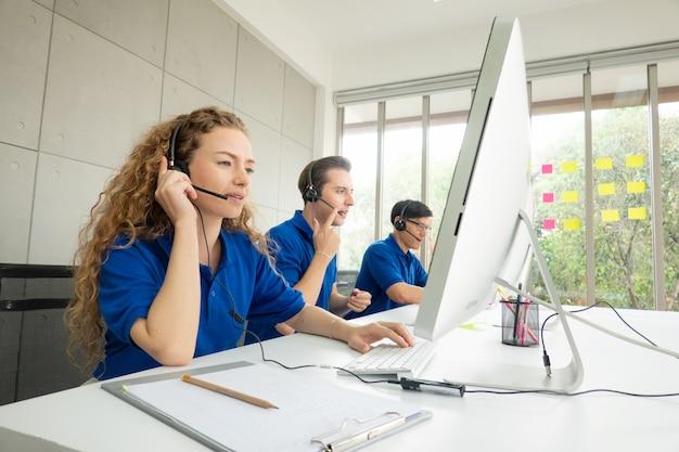 Concept De Service De Centre D'appels Photo Premium