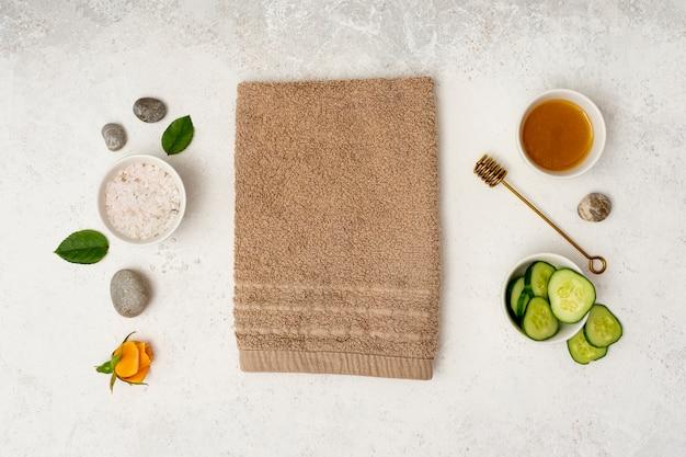 Concept de spa vue de dessus avec une serviette et miel Photo gratuit