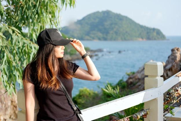 Concept de style de vie. portrait de belle jeune femme Photo Premium