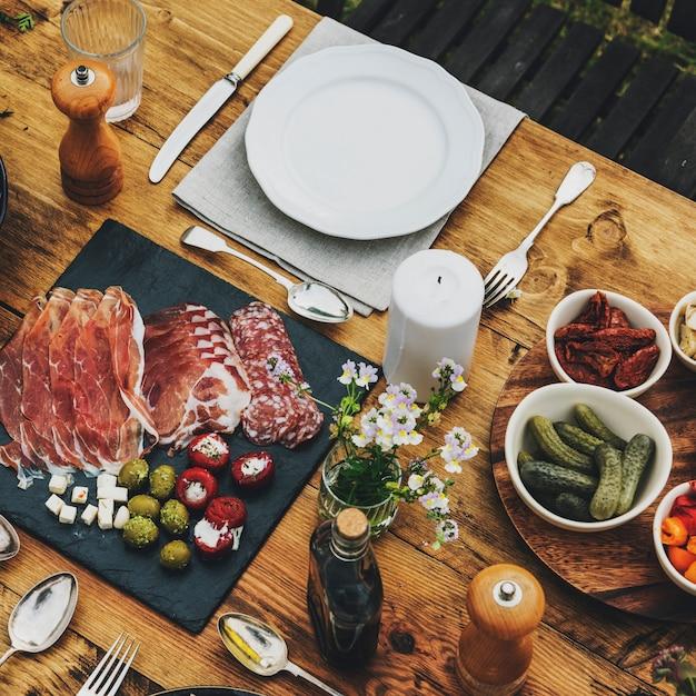 Concept de table à manger Photo gratuit
