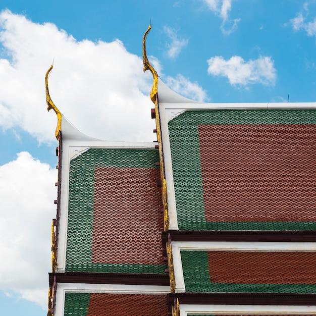 Concept de temple bouddhiste de style thaïlandais Photo gratuit