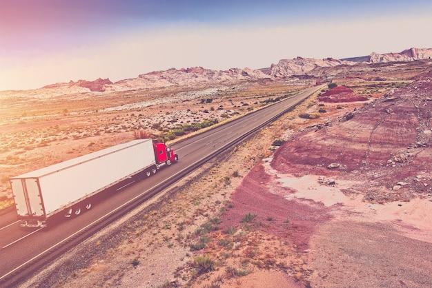 Concept de transport de camions Photo gratuit