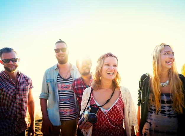 Concept de vacances d'été entre amis de freedom beach Photo Premium