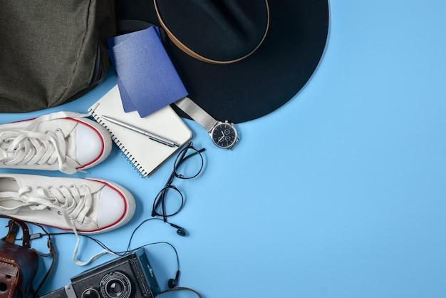 Concept De Voyage Ou De Vacances. Lay Plat, Vue De Dessus. Fond D'été. Photo Premium