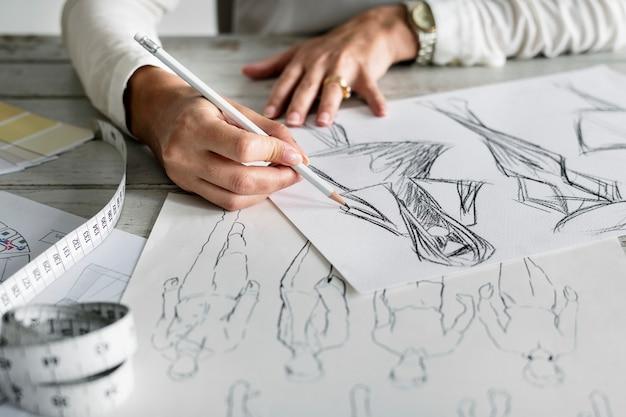 Concepteur Caucasien Créant Un Nouveau Design Photo gratuit