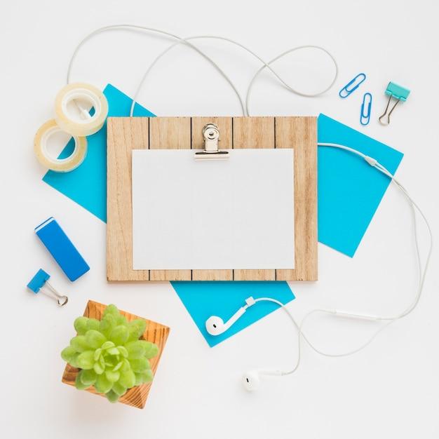 Conception de bureau avec maquette Photo gratuit