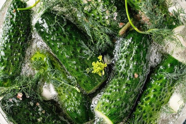 Concombres prêts à mariner Photo Premium