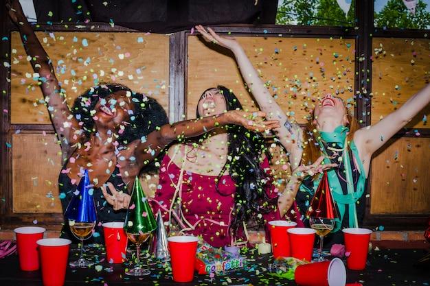 Confetti, pluie Photo gratuit