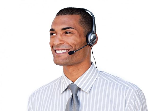 Confiant agent de service à la clientèle afro-américaine avec casque sur Photo Premium