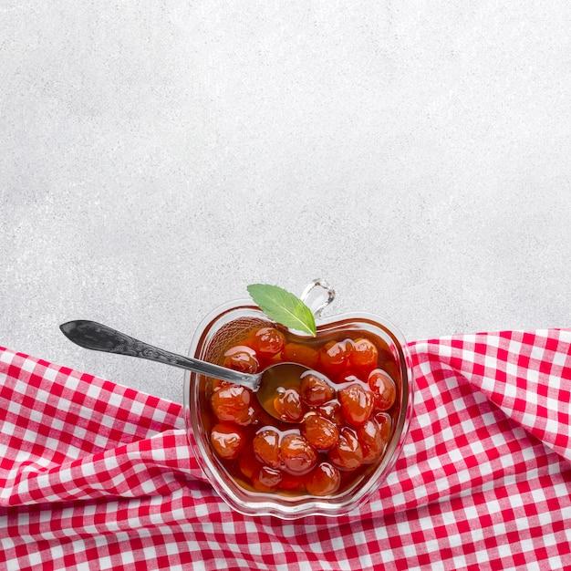 Confiture Plate Dans Un Bol En Forme De Pomme Photo gratuit