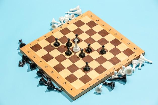 Conseil D'échecs Et Concept De Jeu. Idées Commerciales, Concurrence, Stratégie Et Nouveau Concept D'idées. Photo gratuit