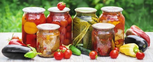 La conservation des légumes. les blancs. nature de la mise au point sélective. Photo Premium