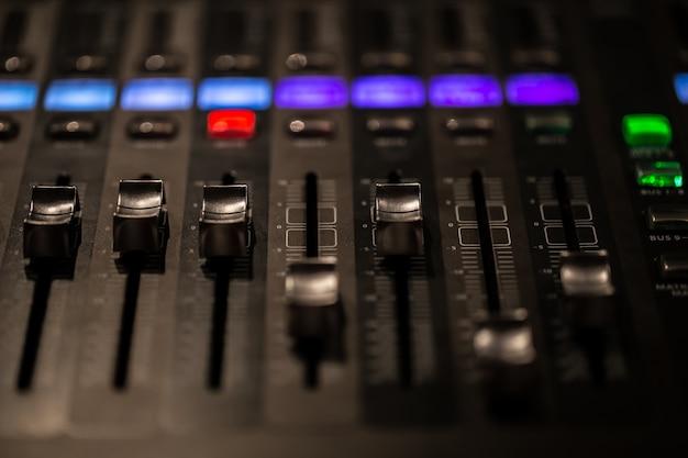 Console De Mixage Numérique à Fader Avec Indicateur De Volume Photo gratuit