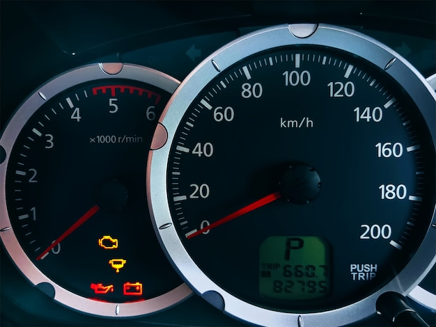 Console pour voiture en gros plan avec indicateur de vitesse système métrique Photo Premium