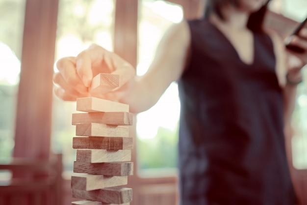 Construction de blocs de bois, plan et stratégie Photo Premium