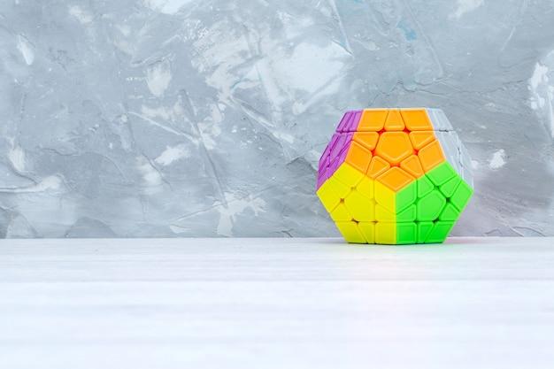 Constructions De Jouets Colorées Conçues Sur Du Plastique Léger Photo gratuit
