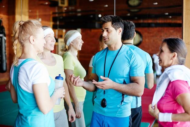 Consultation Sportive Au Gymnase Photo gratuit