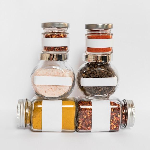 Conteneurs Avec Arrangement De Condiments Photo gratuit