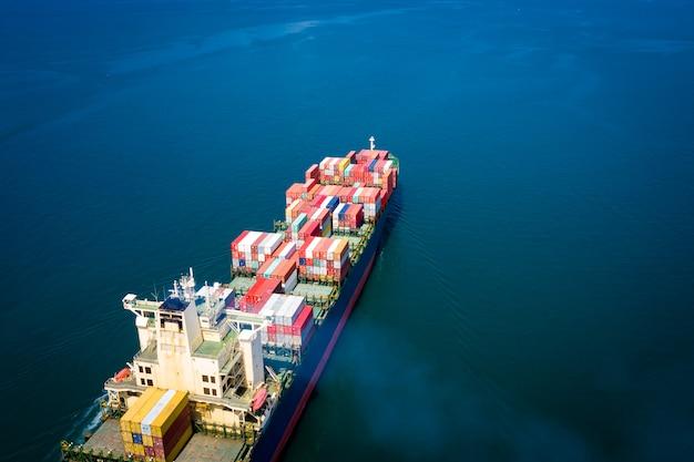 Conteneurs de fret logistique entreprise de transport par bateau vol importation exportation cargo international Photo Premium