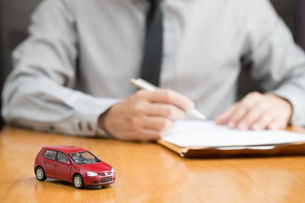 Contrat de remplissage d'inspecteur de location de voiture Photo Premium