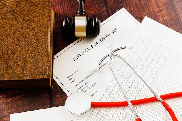 Les Contrats Doivent être Conformes Aux Dispositions Légales Pour être Valides Et Doivent être Signés. Photo Premium