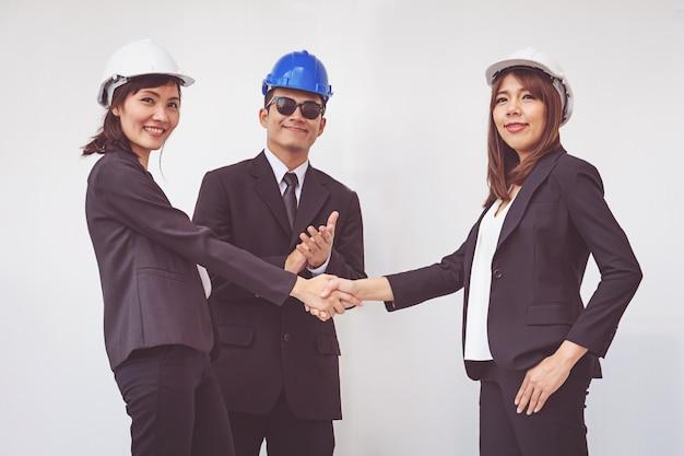 Contremaître affaires, serrer la main, finir une réunion Photo Premium