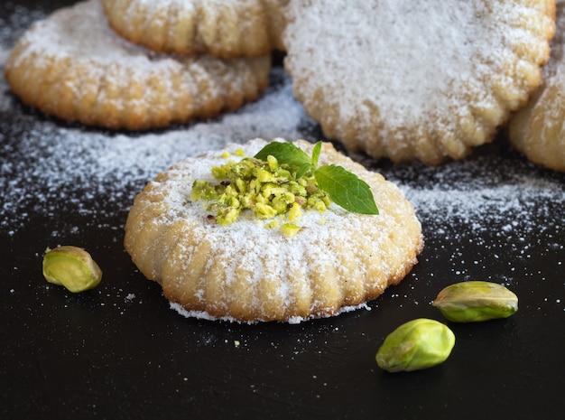 Cookies Arabes Maamoul. Bonbons Du Ramadan. Fermer. Photo Premium