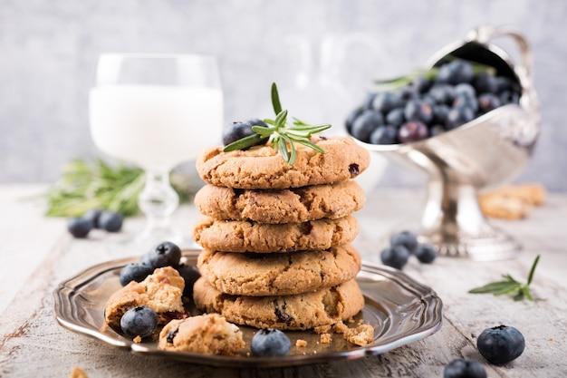 Cookies pépites de chocolat et myrtilles Photo Premium