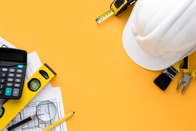 Copier L'arrière-plan De L'espace Avec Un Chapeau De Construction Blanc Photo gratuit