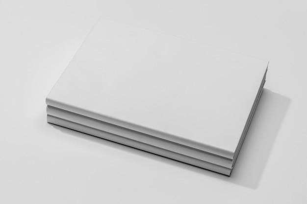 Copiez Le Livre De Documents De L'espace Dans Une Pile Photo gratuit