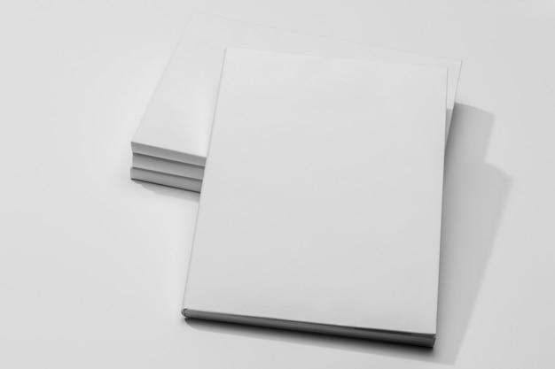 Copiez Le Livre De Documents De L'espace Avec Des Ombres Photo gratuit