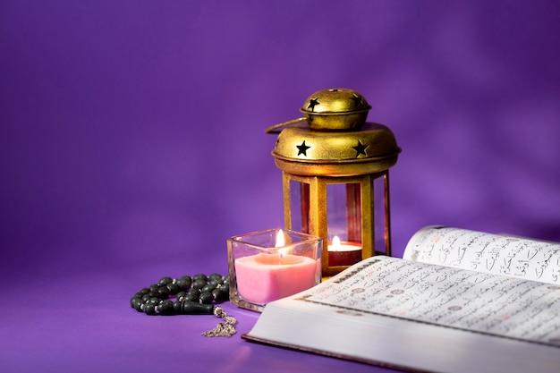 Coran Ouvert Avec Des éléments Spirituels Photo Premium