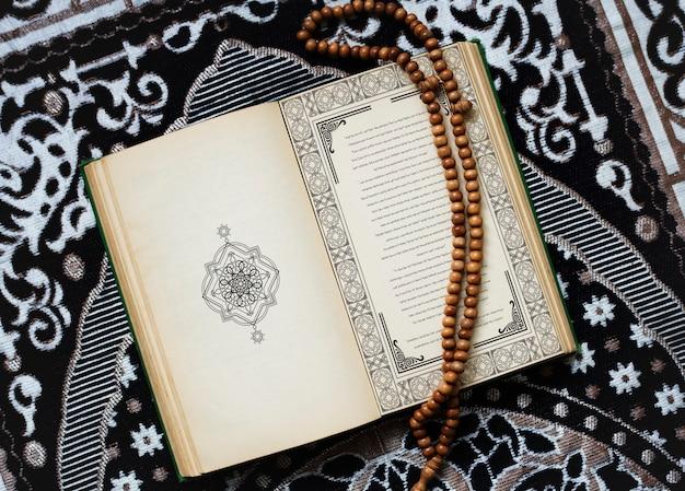 Le coran, texte religieux central de l'islam Photo Premium