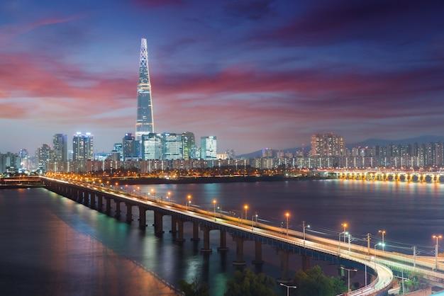 Corée du sud skyline de séoul, la meilleure vue de la corée du sud avec lotte world mall à jamsil. Photo Premium