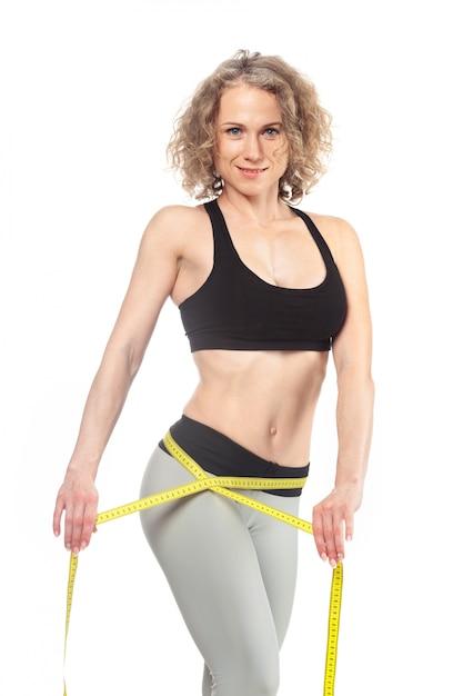 Corps de la femme en bonne santé avec du ruban à mesurer Photo Premium