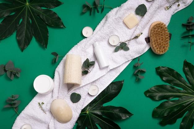 Cosmétique Bio écologique Sur Fond Vert Photo Premium