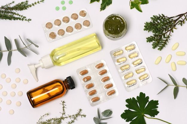 Cosmétiques Naturels Avec Des Pilules Et Des Plantes Photo Premium