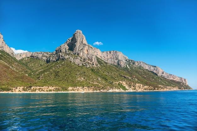 Côte Et Mer Méditerranée Bleue En Sardaigne Photo Premium