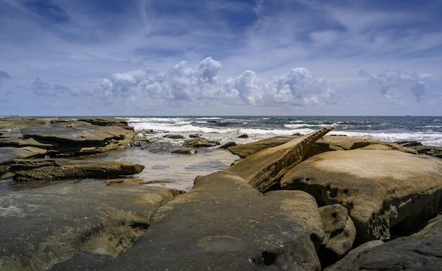 Côte De La Plage De Shelley, Sunshine Coast, Australie Photo gratuit