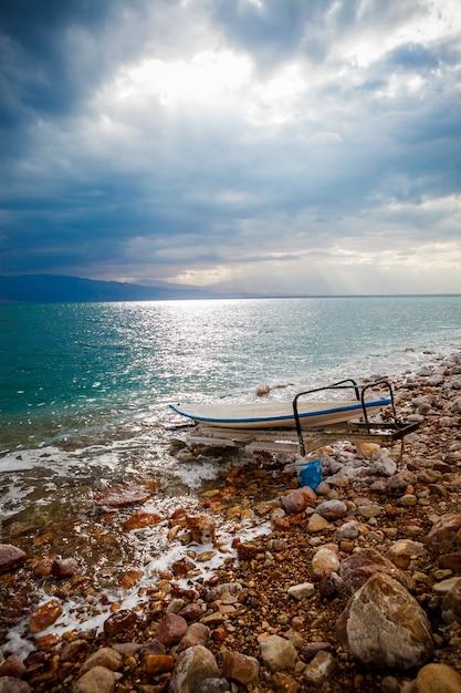 Côte de sel de la mer morte, israël Photo Premium