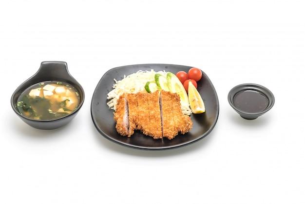 Côtelette de porc frite japonaise (ensemble tonkatsu) Photo Premium