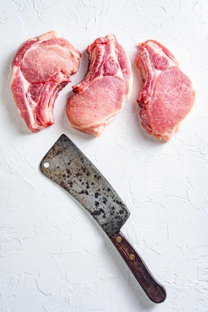 Côtelettes De Porc Crues à Griller Photo Premium