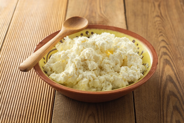 Cottage cheese. produits laitiers, calcium et protéines. Photo Premium