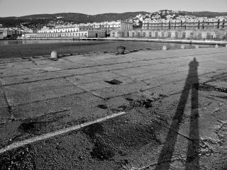 Coucher de soleil sur les anciens docks Photo gratuit