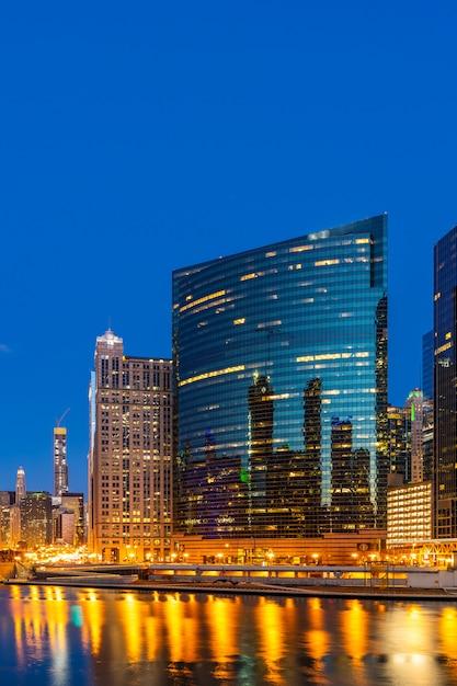 Coucher de soleil au centre-ville de chicago Photo Premium