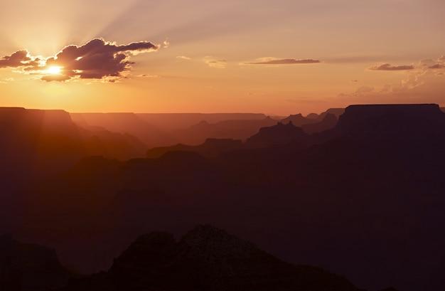 Coucher de soleil au grand canyon Photo gratuit